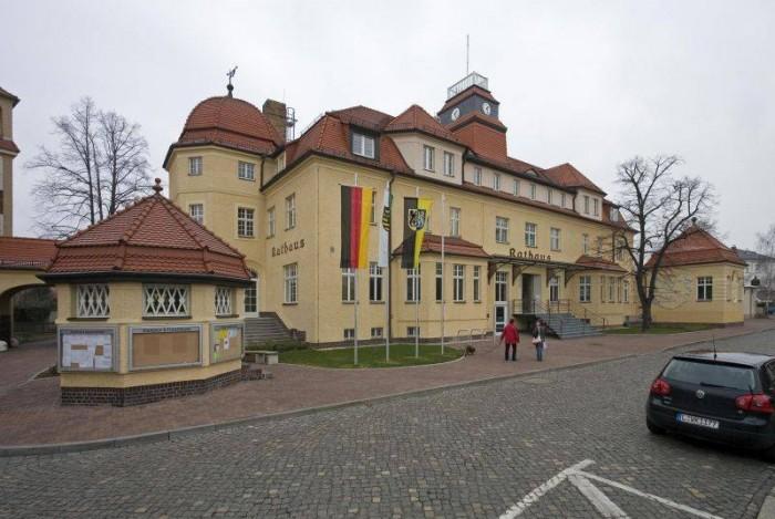 Rathaus-aussen-Peter_Franke.jpg_1159711838
